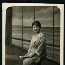 Fotografía antigua: SEÑORITA. FOTOGRAFO: TEÓFILO IGEA. BCN. C.1920. Lote 48756727