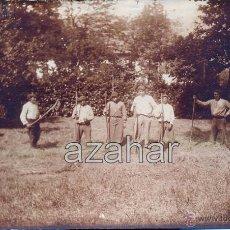 Fotografía antigua: MARKINA, MARQUINA, 1914, POSTAL FOTOGRAFICA, AGRICULTORES TRABAJANDO EN TORRE BIDARTE, RARISIMA. Lote 49277832