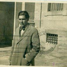 Fotografía antigua: EL ESCORIAL PATIO DE LOS REYES. 1933.PERSONAJE A IDENTIFICAR: MARAÑON, GÓMEZ DE LA SERNA.... Lote 49365284