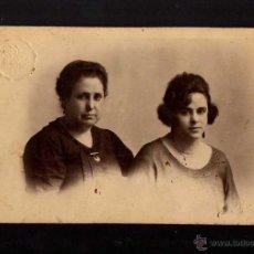 Fotografía antigua: FOTOGRAFIA ANTIGUA. MADRE E HIJA. TARJETA POSTAL.. Lote 49580294