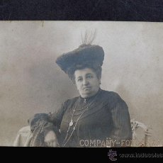 Fotografía antigua: FOTOGRAFIA DE SEÑORA / COMPAÑY FOTOGRAFO / LOGOTIPO CALADO / DORSO DE LA CASA LUMIERE / . Lote 49878112