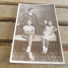 Fotografía antigua: FOTO FOTOGRAFIA TARJETA POSTAL MADRE E HIJOS. Lote 50114148