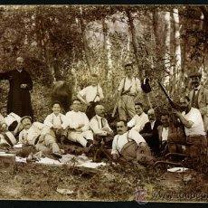 Fotografía antigua: MOLLET DEL VALLÉS. GRUPO DE SEÑORES DE PIC-NIC. JOAQUIM MIR. C. 1915. Lote 50118192