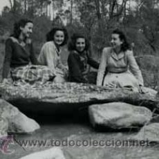 Fotografía antigua: CUATRO CHICAS EN UN RÍO. C.1940. Lote 50429446