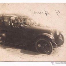 Fotografía antigua: POSTAL COCHE ANTIGUO Y CONDUCTOR / USADA / 1922. Lote 50783978
