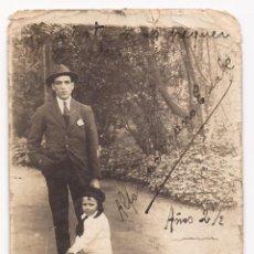 Fotografía antigua: POSTAL SEÑOR Y NIÑO EN CICLO / ESCRITO : CICLOS PONSA, ALFONSO SERRANO ESCALÉ / AÑOS 20 . Lote 50784036