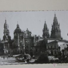 Fotografía antigua: FOTO-TARJETA POSTAL SANTIAGO DE COMPOSTELA, FACHADA DE AZABACHERIA, 1956. Lote 50997922