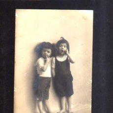 Fotografía antigua: FOTOGRAFIA ANTIGUA. HERMANOS. CIRCULADA 1916 . Lote 51085976