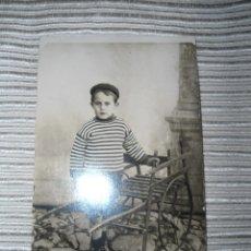 Fotografía antigua: ANTIGUA POSTAL FOTOGRAFICA ESTUDIO NIÑO POSANDO - PRINCIPIOS SIGLO XX. Lote 51792456