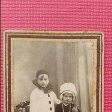 Fotografia antica: ANTIGUA FOTOGRAFIA TARJETA POSTAL PRINCIPIO S XX RETRATO DECORADO NIÑOS DISFRACES ESTUDIO ALICANTE. Lote 51972221