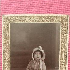 Fotografia antica: ANTIGUA FOTOGRAFIA TARJETA POSTAL PRINCIPIO SIGLO XX RETRATO DECORADO NIÑA DISFRAZ ESTUDIO ALICANTE. Lote 51972246
