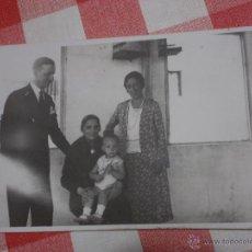 Fotografía antigua: ANTIGUA FOTO POSTAL FAMILIAR.AÑOS 40.. Lote 52420109