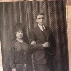 Fotografía antigua: FOTOGRAFIA DE ESTUDIO, TARJETA POSTAL, ALCOY, FOTO PALACIO, 1920'S, PAREJA. Lote 52489883