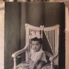 Fotografía antigua: ANTIGUA FOTOGRAFIA DE ESTUDIO, NIÑA SENTADA EN SILLA, FOTO PALACIO, ALCOY. Lote 52491159