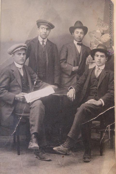 ANTIGUA FOTOGRAFIA, GRUPO DE JOVENES ELEGANTES, FOTO DE ESTUDIO, 1900'S (Fotografía Antigua - Tarjeta Postal)