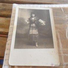 Fotografía antigua: FOTO FOTOGRAFIA TARJETA POSTAL SEÑORITA CON TRAJE TIPICO. Lote 52833214