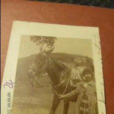 Fotografía antigua: ANTIGUA FOTO DE CHICA CON CABALLO PEQUEÑO TAMAÑO FOTOGRAFO DESCONOCIDO. Lote 52934671
