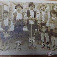 Fotografía antigua: ANTIGUA FOTOGRAFIA TARJETA POSTAL NIÑOS PASTORES MÚSICOS BELÉN BUSOT ALICANTE. Lote 52945206