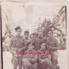 Fotografía antigua: ANTIGUA POSTAL FOTOGRAFICA DE UN GRUPO DE SOLDADOS DE REGULARES. Lote 53135263
