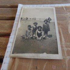 Fotografía antigua: FOTO FOTOGRAFIA TARJETA POSTAL NIÑOS EN PLAYA . Lote 53469498