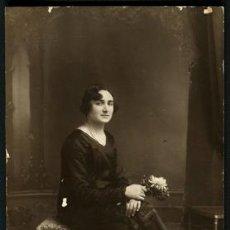 Fotografía antigua: SEÑORA NOVOCENTISTA. PRECIOSA FOTO. F: HEINE. BCN. C.1920. Lote 54231565