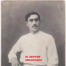 Fotografía antigua: JUGADOR DE CESTA-PUNTA (PELOTA VASCA). POSTAL FOT: ESPLUGAS. ORIGINAL. AÑOS 1900S. Lote 55029981