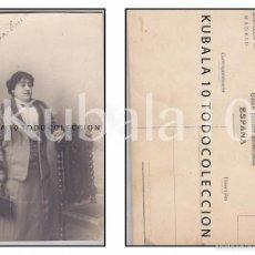 Fotografía antigua: TARJETA POSTAL ·· SEÑORA POSANDO DE PERFIL ·· AÑOS 1920 - 1930 ·· 13X8 CMS.. Lote 55319566