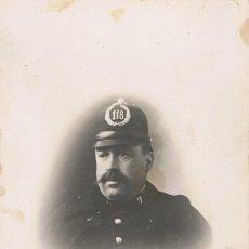Fotografía antigua: FOTO RETRATO GUARDIA URBANO CON Nº 118 EN CASCO.CA. 1910.FOTÓGRAFO: BARÓ. BARCELONA. Lote 55352196