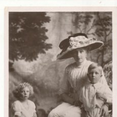 Fotografía antigua: H. M. QUEEN VICTORIA OF SPAIN WITH THE PRINCE OF THE ASTURIAS & PRINCESS BEATRICE. FOTO-POSTAL.. Lote 55370083