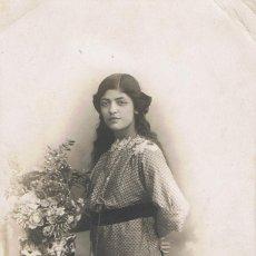 Fotografía antigua: FOTO JOVEN CON CORDON DE ABANICO COLGANDO.TIA PEPITA.CA.1900-1910.FOTOG: FABREGAT.BARCELONA. Lote 55394221