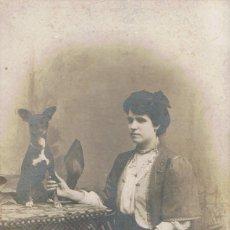 Fotografía antigua: FOTO SEÑORITA CIEGA AGARRADA A PATA DE SU MASCOTA. CA.1900-1910. FOTÓGRAFO:M.SIMÓ. BARCELONA.. Lote 55862521