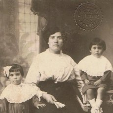 Fotografía antigua: FOTO SEÑORA CON DOS NIÑOS. AGOSTO DE 1914.FOTÓGRAFO: ISIDRO LAPORTA. GANDIA.. Lote 55863288