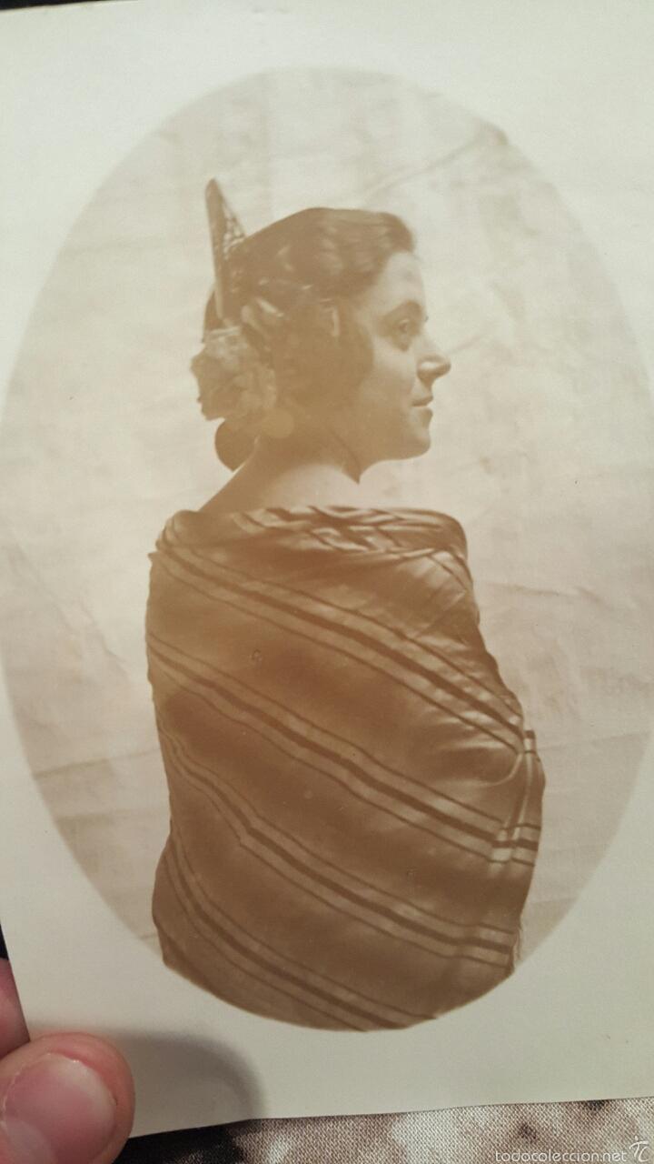 FOTO POSTAL DE ESTUDIO 14X18 CM. MUJER JOVEN DE ESPALDA/PERFIL CON MOÑO FALLERA Y MANTÓN (Fotografía Antigua - Tarjeta Postal)