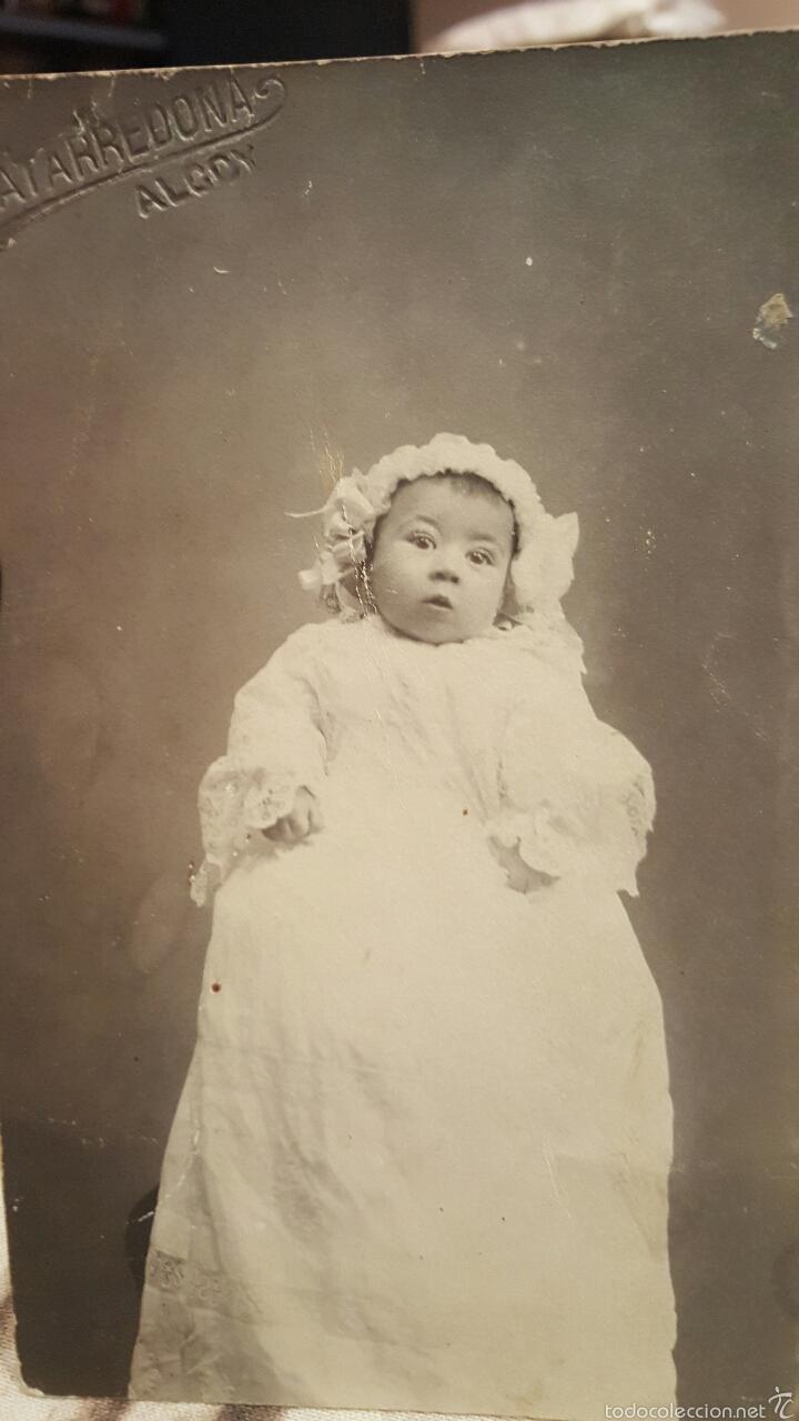 FOTO POSTAL DE ESTUDIO MATARREDONA ALCOY-13X9 CM- BEBE CON TRAJE BAUTISMAL- AÑO 1909 (Fotografía Antigua - Tarjeta Postal)
