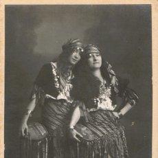 Fotografía antigua: FOTO DE DOS SEÑORITAS VESTIDAS DE ZÍNGARAS.CA.1920. FOTÓGRAFO: MODERN-STYL ERNEST. BARCELONA.. Lote 56183735