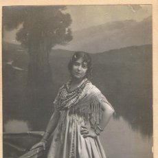 Fotografía antigua: FOTO SEÑORITA VESTIDA CON TRAJE REGIONAL ANDALUZ. CA.1920. FOTÓGRAFO: MODERN-STYL ERNEST.BARCELONA.. Lote 56183795