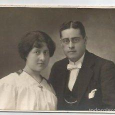 Fotografia antica: FOTOGRAFIA ANTIGUA HOMBRE Y MUJER DARBLADE TORREVIEJA. Lote 60791403