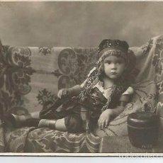 Fotografia antica: FOTOGRAFIA ANTIGUA NIÑO DISFRAZADO A DARBLADE TORREVIAJA. Lote 60791443