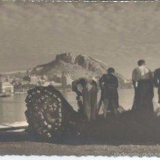 Fotografía antigua: FOTOGRAFIA ANTIGUA ALICANTE PESCADORES Y CIUDAD AL FONDO. Lote 60790991
