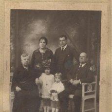 Fotografía antigua: FOTOGRAFIA DE FAMILIA, PRINCIPIOS DE SIGLO. FOTO DE ESTUDIO. Lote 56677657