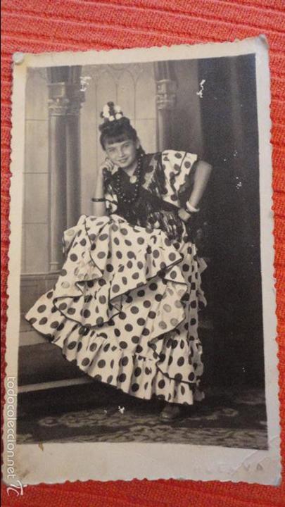 ANTIGUA FOTOGRAFIA DE CHICA EN TRAJE TIPICO.FOTO BAEZ.HUELVA.1943 (Fotografía Antigua - Tarjeta Postal)