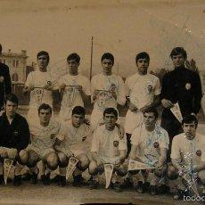 Fotografía antigua: ANTIGUA FOTO FOTOGRAFIA EQUIPO DE FUTBOL VALENCIA CLUB DE FUTBOL AÑOS 60?? CON FIRMAS TJ JUGADORES. Lote 56986398