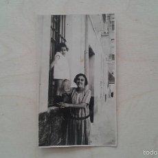 Fotografía antigua: 1 MUJER + 1 NIÑA -- PRINCIPIOS SIGLO XX -- ESPAÑA -- 10 X 6,3 --. Lote 57140838