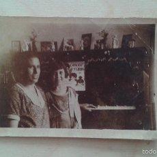 Fotografía antigua: 1 MUJER + 1 NIÑA CON PIANO -- PRINCIPIOS SIGLO XX -- ESPAÑA -- 8,6 X 6,2 --. Lote 57140890