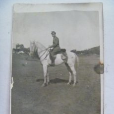 Fotografía antigua: FOTO DE MILITAR DE CABALLERIA A CABALLO , EPOCA DE LA REPUBLICA. Lote 57274699