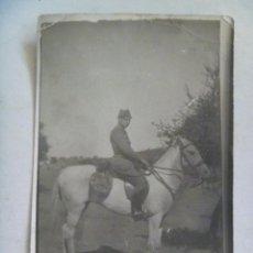 Fotografía antigua: FOTO DE MILITAR DE CABALLERIA A CABALLO , EPOCA DE LA REPUBLICA. Lote 57370716