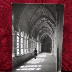 Fotografía antigua: ANTIGUA FOTOGRAFIA DE SANTANDER (CANTABRIA). AÑOS 50. INTERIOR DEL CLAUSTRO DE LA CATEDRAL. Lote 57380452