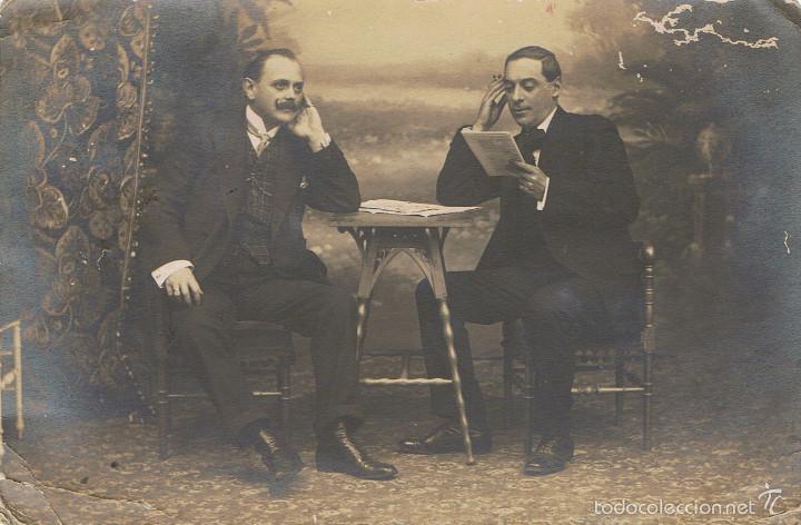 FOTO RETRATO DE DOS CABALLEROS POSANDO. CA.1910, POSIBLEMENTE FOTÓGRAFO GRACIA. LEON (Fotografía Antigua - Tarjeta Postal)