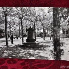 Fotografía antigua: ANTIGUA FOTOGRAFIA DEL PARQUE (LADO DEL SANTUARIO DE MISERICORDIA) REUS. AÑOS 50. Lote 57862093