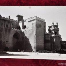 Fotografía antigua: ANTIGUA FOTOGRAFIA DE OLITE (NAVARRA). AÑOS 50. CASTILLO DE DÑA. BLANCA. Lote 57863206